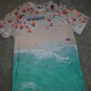 divided Size M graphic t shirt beach scene